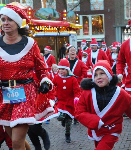 Driehonderd kerstmannen rennen door Middelburg tijdens Santa Run