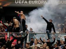 Twee fans en agent gewond bij wedstrijd Ajax