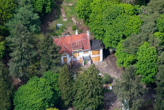 Landgoed Erica in Nunspeet. Het terrein lag lange tijd bezaaid met rotzooi, maar begin dit jaar is de boel grotendeels opgeruimd.