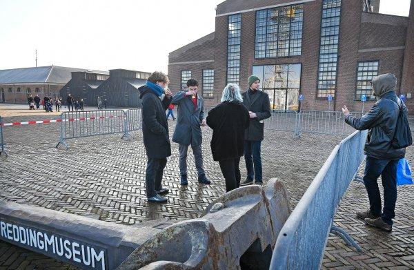 Vier demonstranten haalden Den Helder. 'Waar blijft je groepje nou?'