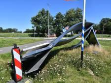 Omgevallen kunstwerk bij entree Haaksbergen wordt na bijna een jaar verwijderd: 'We zijn er bijna.'
