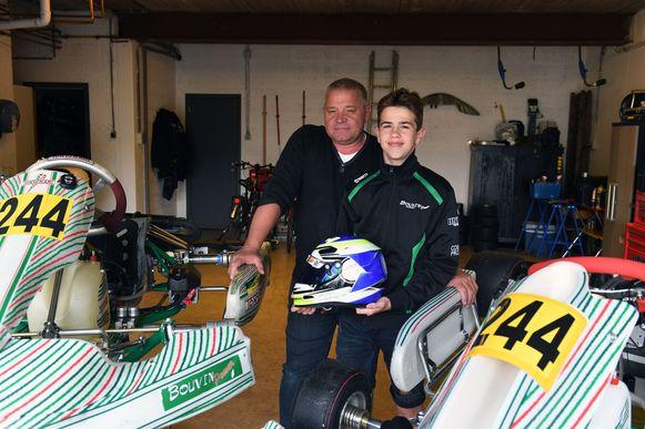 Milan (14) is Belgisch kampioen karting. Hier met papa Chris.