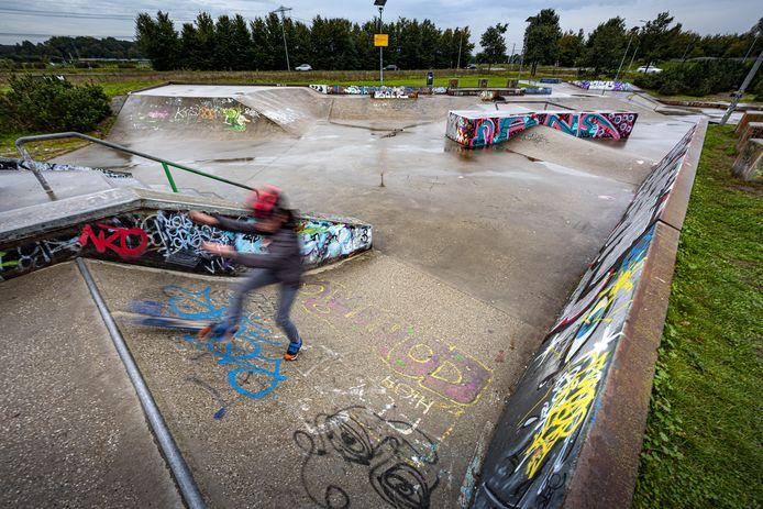 Door het herfstige weer is het minder druk Skatebaan Canyon in Zutphen.