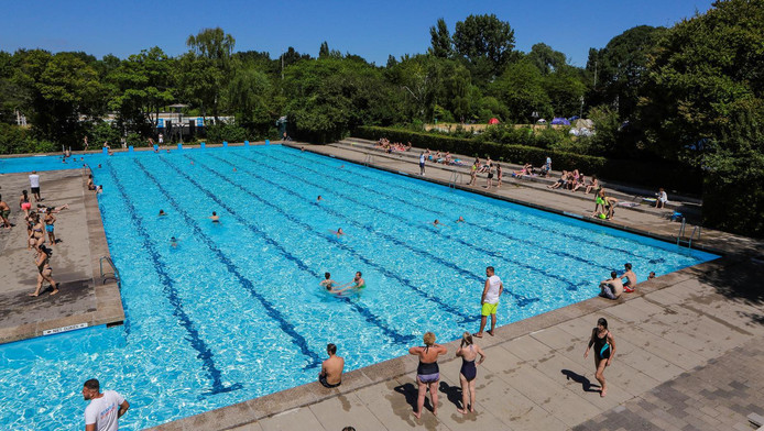 Zwembaden langer open wegens hitte amsterdam ad.nl