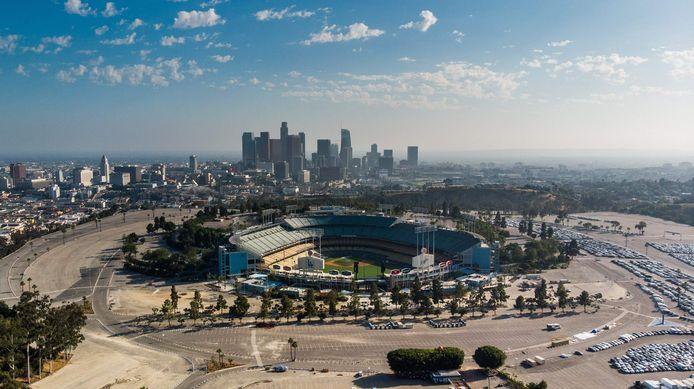 Een zeldzaam panorama over Los Angeles, een stad die zonder corona meestal in smog is gehuld.