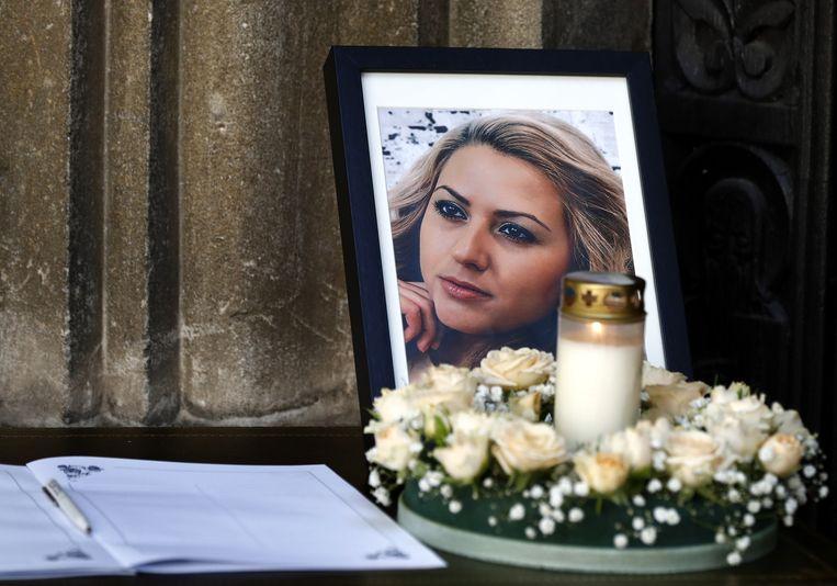 Een foto van Viktoria Marinova bij een herdenkingsdienst. Beeld EPA