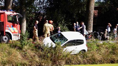 Fietser belandt in Damse Vaart na aanrijding met wagen
