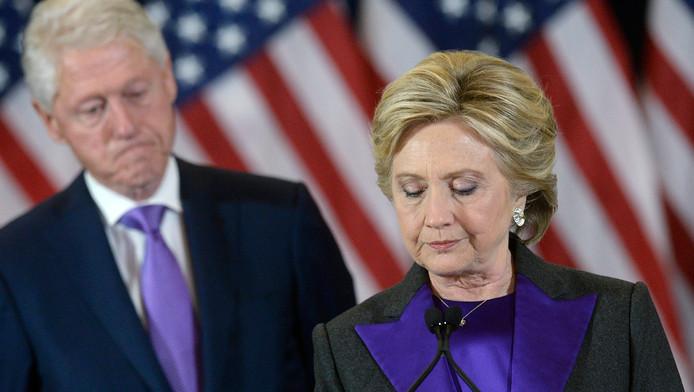 Bill en Hillary Clinton tijdens de 'losersspeech' gistermiddag Nederlandse tijd.