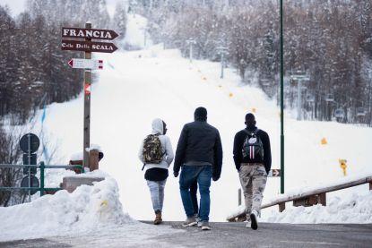 """Berggidsen in Alpen slaan alarm: """"Pas in de lente zullen we weten wat er onder de sneeuw ligt. Toeristen kunnen dode migranten vinden"""""""