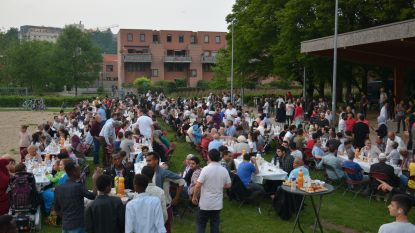 """Leuvense moskeeën organiseren tweede publieke iftar: """"Onze deuren staan open, voor iedereen"""""""