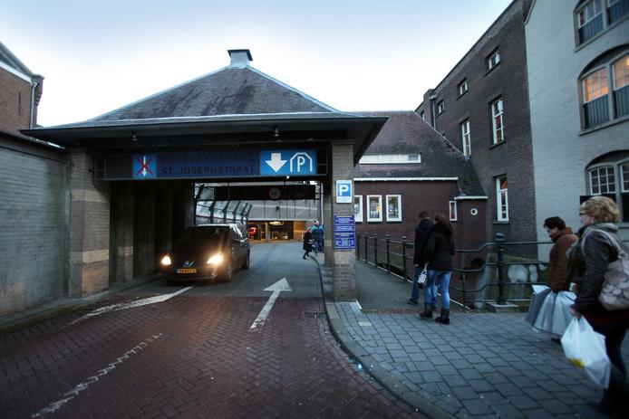 Foto ter illustratie, parkeergarage aan de St. Josephstraat in Den Bosch.
