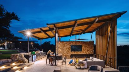 Simpel staal en hout volstaan voor adembenemend terras en huis vol karakter