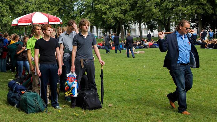Archieffoto: Studenten van Veritas maken zich op voor de ontgroening in 2010.