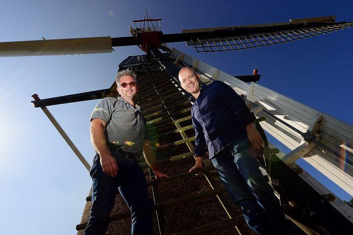 Peter Jansen (li) en Ton Jaspers beheren de Heimolen.