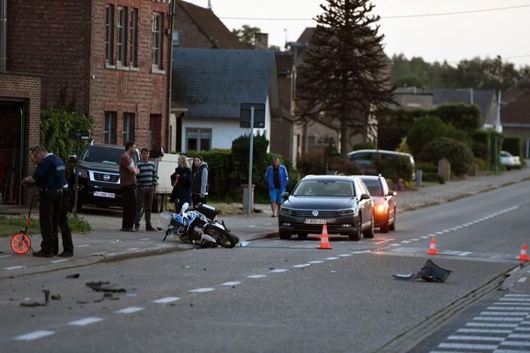 De motorrijder werd aangereden op de Vijfde Liniestraat.