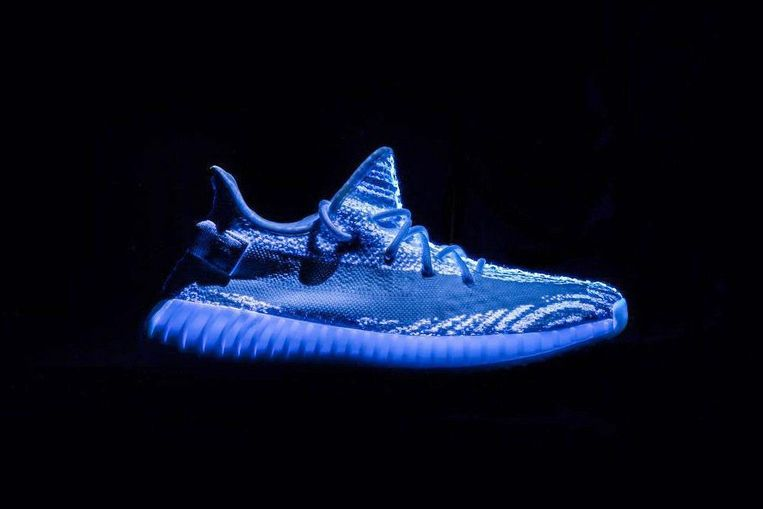 Glow in the dark-Adidas Yeezy Boost 350 V2 Beeld Adidas