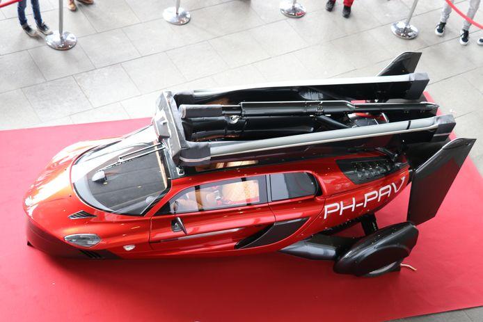 Het is de eerste vliegende auto ter wereld.