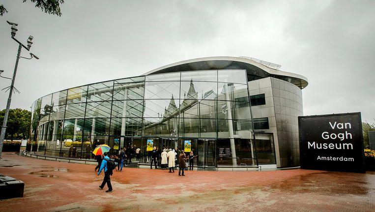 De beveiliger van het Van Gogh Museum wil volgens een Marokkaans uitziende jongen 'liever geen Marokkanen binnen'. Beeld anp