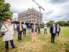 Nieuw internaatgebouw van Sint-Lodewijkscollege krijgt vorm: er staat een meiboom op