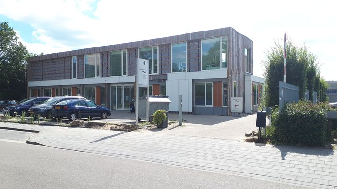 Met een verdieping erop en een duurzame schil kan het Centrum voor Tandzorg weer een aantal jaren vooruit aan de Eekbrouwersweg.