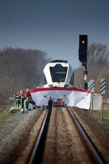 Vader (31) en 3-jarig zoontje overleden bij treinbotsing Harlingen