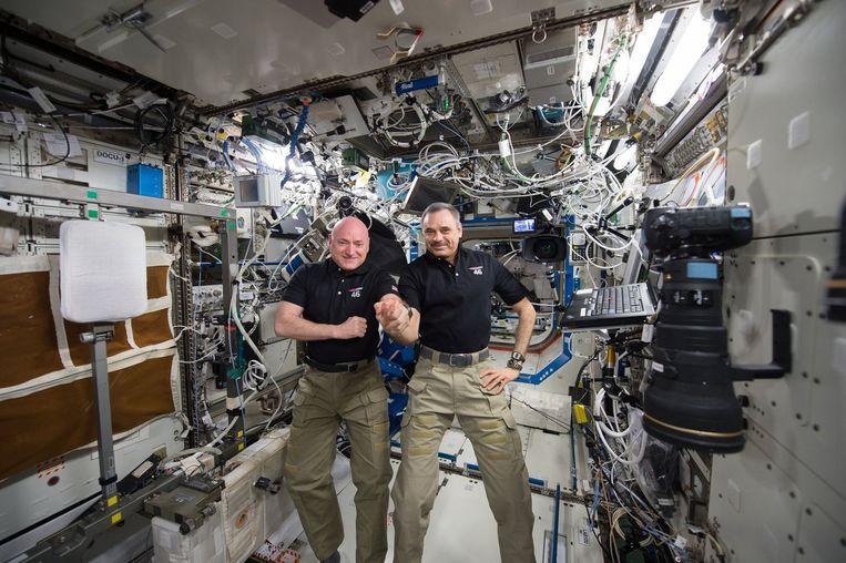 De Amerikaan Scott Kelly (links) en de Rus Michail Kornienko. Beeld reuters