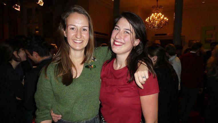 Charlotte Wichers Hoeth (marketing Entrée) en Daphne de Groot (marketing Entrée Junior). Lakmoesproef: gaat zij ook naar Lowlands? De Groot: 'Jazeker!' Beeld Hans van der Beek