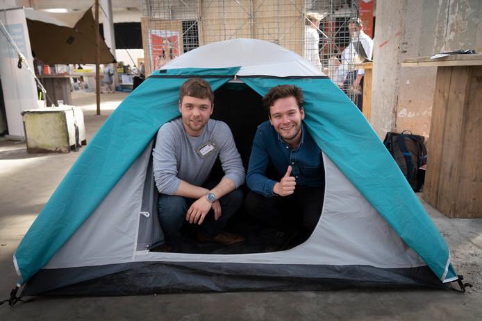Benny Wessels (links) en Wouter van der Meij wensen de festivalgangers een koele nachtrust.