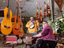 Werner en Majorie uit Epe zoeken nieuw plekje voor hun 'rare' music shop