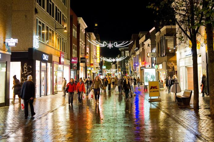 De Ginnekenstraat in Breda tijdens een koopavond.