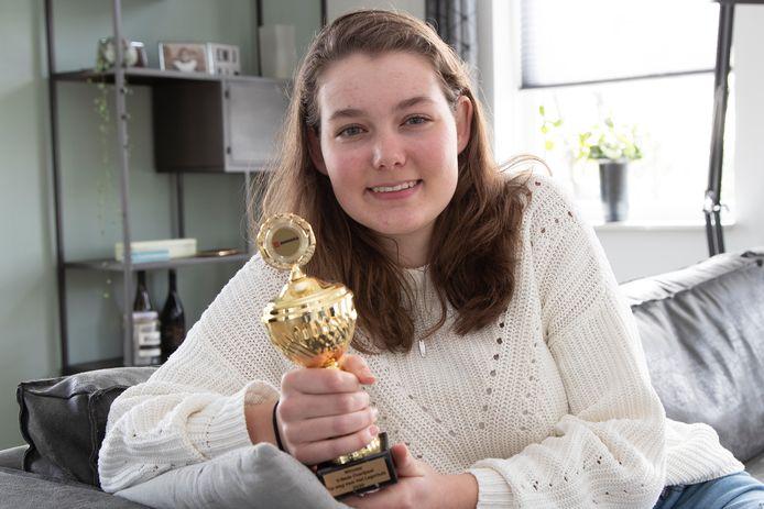 Jente van den Berg (16) gaf van alle Overijsselse scholieren de beste speech tijdens Op weg naar Het Lagerhuis.