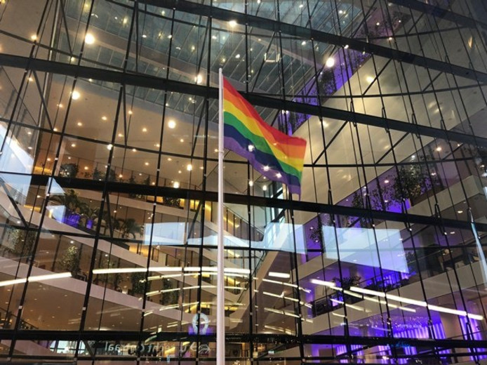 De gemeente Utrecht heeft maandag de regenboogvlag gehesen om afstand te nemen van de Nashville-verklaring.