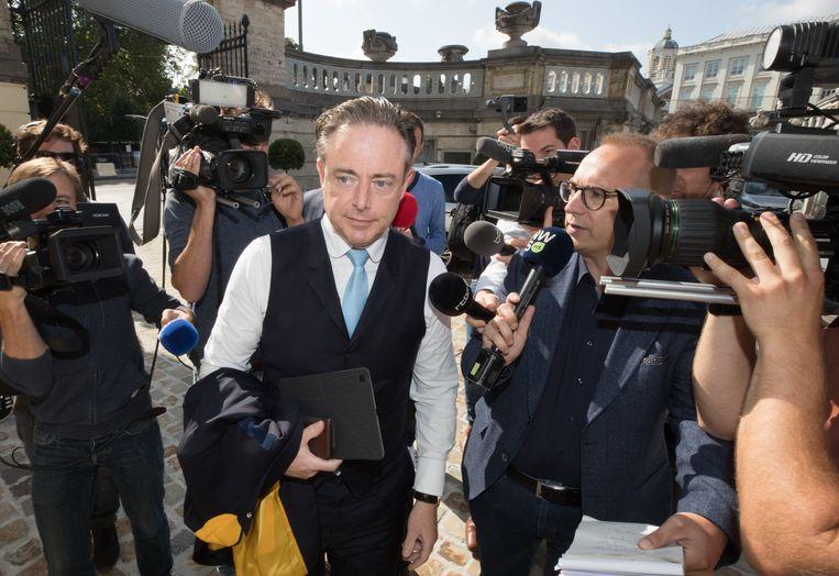 N-VA-voorzitter Bart De Wever blijft de populairste politicus.