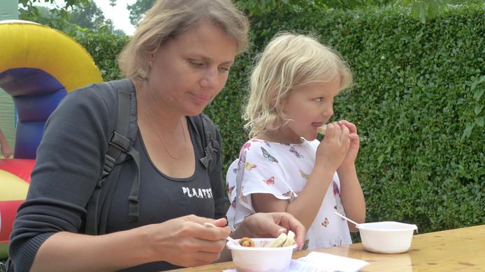 Saskia en Fae Rozier uit Velddriel laten het zich smaken