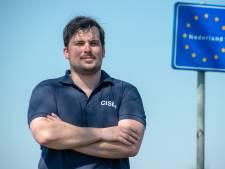 Emiel uit Eibergen wandelt van Normandië naar Arnhem: 'Jongeren nemen vrijheid voor lief'