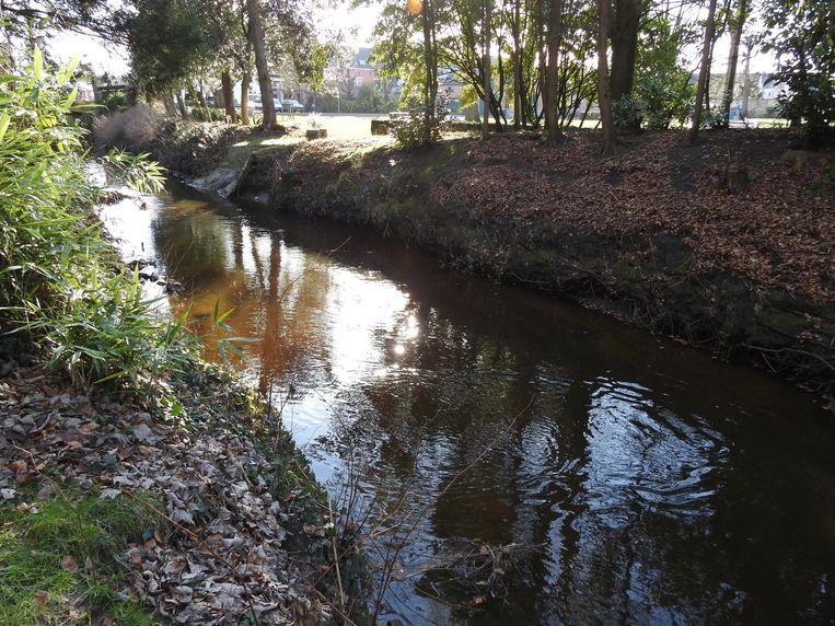 De meisjes belandden in deze rivier achter de feesttent.