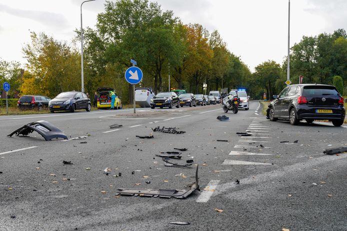 Veel schade na een botsing in Oosterhout.