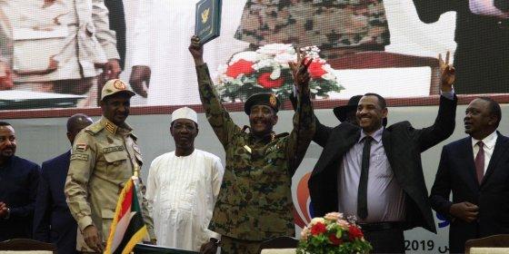 Burgerbeweging en militairen Soedan zetten handtekening onder akkoord