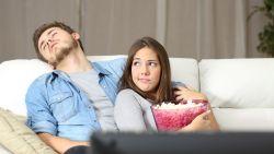 6 tekenen dat jullie relatie in een sleur zit (maar zo raak je er weer uit)