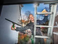 Glazenwasser Dennis: 'Zolang het tussen plus 40 en min 4 graden is werk ik'