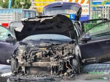 Lesauto gaat in vlammen op bij parkeergarage Eemplein