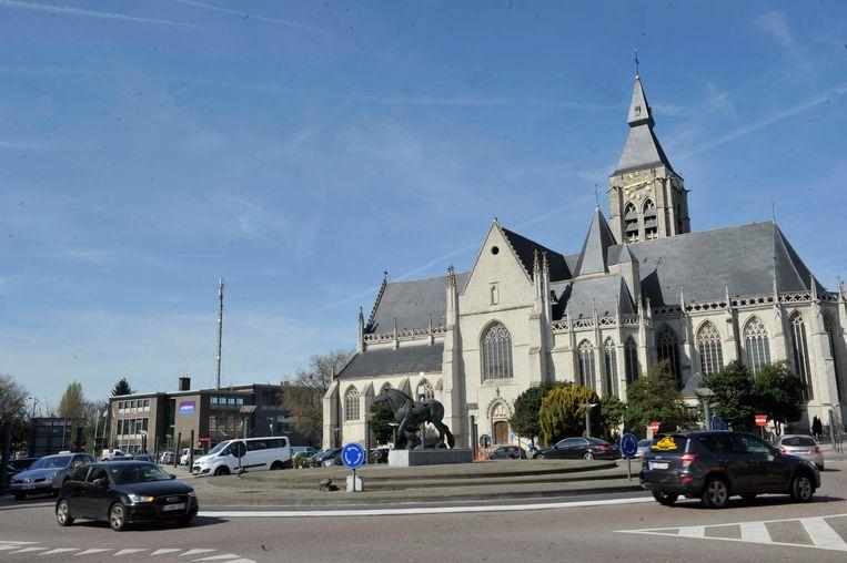 De rotonde op het Heldenplein wordt mogelijk vervangen door verkeerslichten.