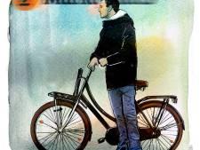 Arnold krijgt zijn geleende geld niet terug, dus verkoopt hij uit boosheid haar fiets