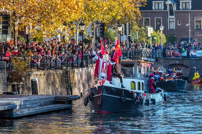 Sinterklaas werd binnengehaald bij de Weerdsluis.