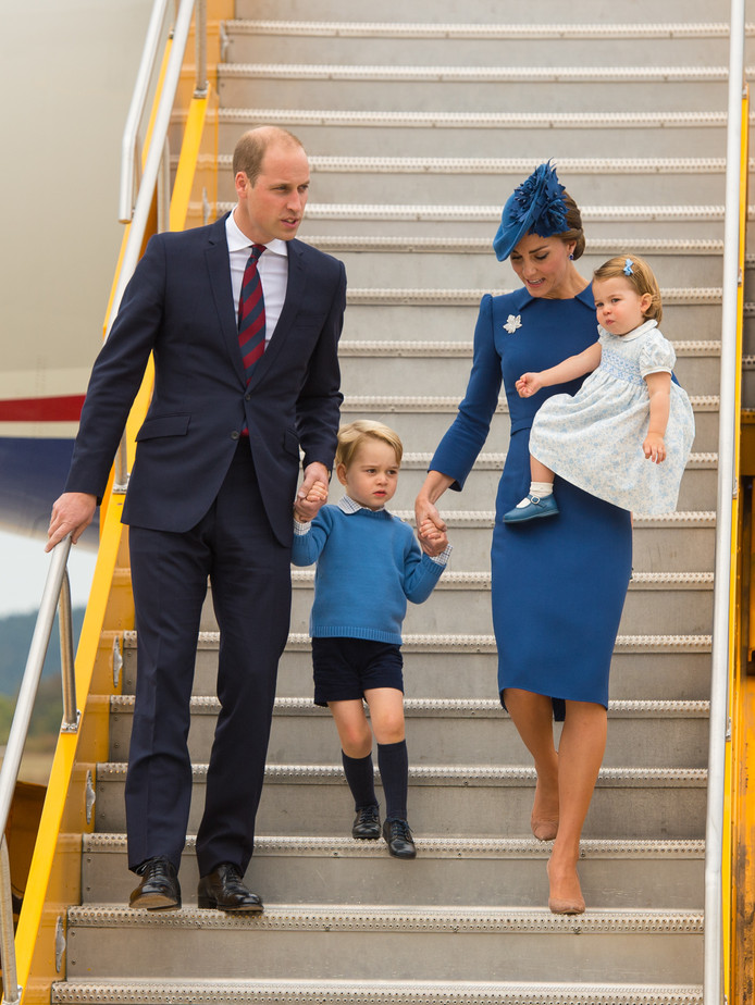 Illustration. Kate et William à l'aéroport de Victoria, au Canada, en 2016.  Cette fois-là, ils n'avaient pas opté pour un vol économique.