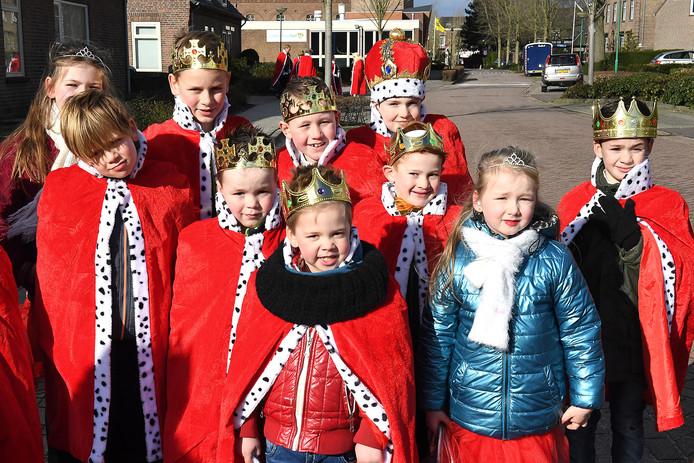 Optocht Vierlingsbeek.