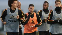 Daar is Eden Hazard op het oefenveld in Tubeke, veel vraagtekens achter namen van Lukaku en Chadli