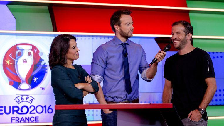 (Vlnr) Dione de Graaff, Henry Schut en Rafael van der Vaart tijdens de perspresentatie van de programma's van NOS Sportzomer 2016. Beeld anp