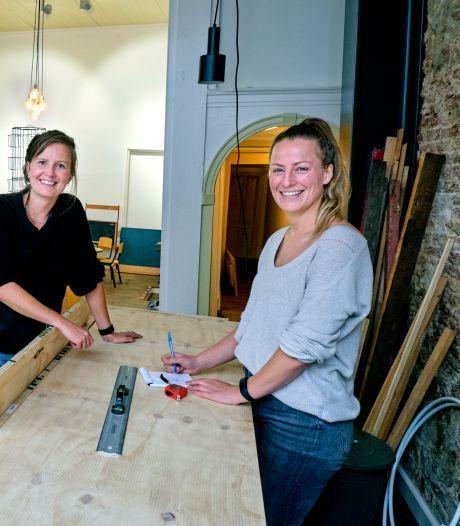 Loes en Marieke openen een koffietent voor ouders: 'Van mama-café krijgen we een beetje de kriebels'
