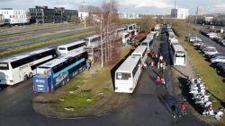 Twee buschauffeurs, die in Gent schoolkinderen vervoeren, gevat met glaasje te veel op